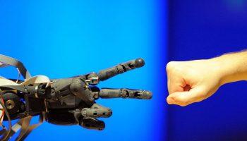 robot-human-ai-img